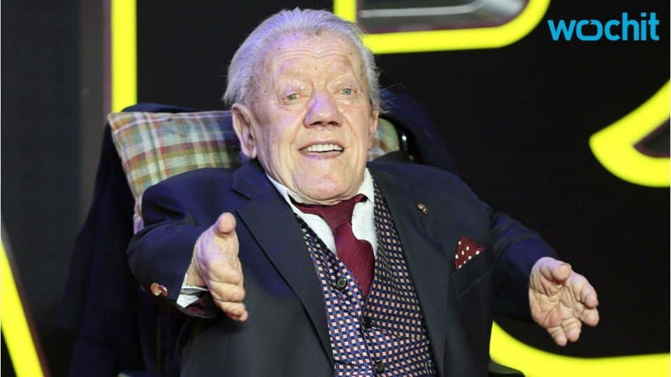 Kenny Baker Actor Who Played R2-D2 Is Dead at 81 19