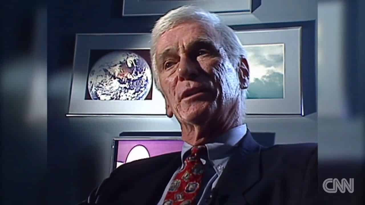 CNN - NEWS - Last man to walk the moon, Gene Cernan, dies 1