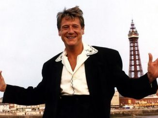 64-Year-Old Joe Longthorne, singer and impressionist is Dead 1